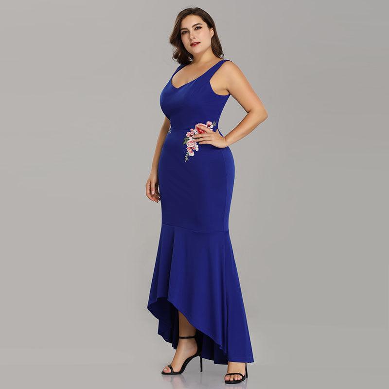 11e3c2096469 Modré zeštíhlující šaty na svatbu pro plnoštíhlé 50-52