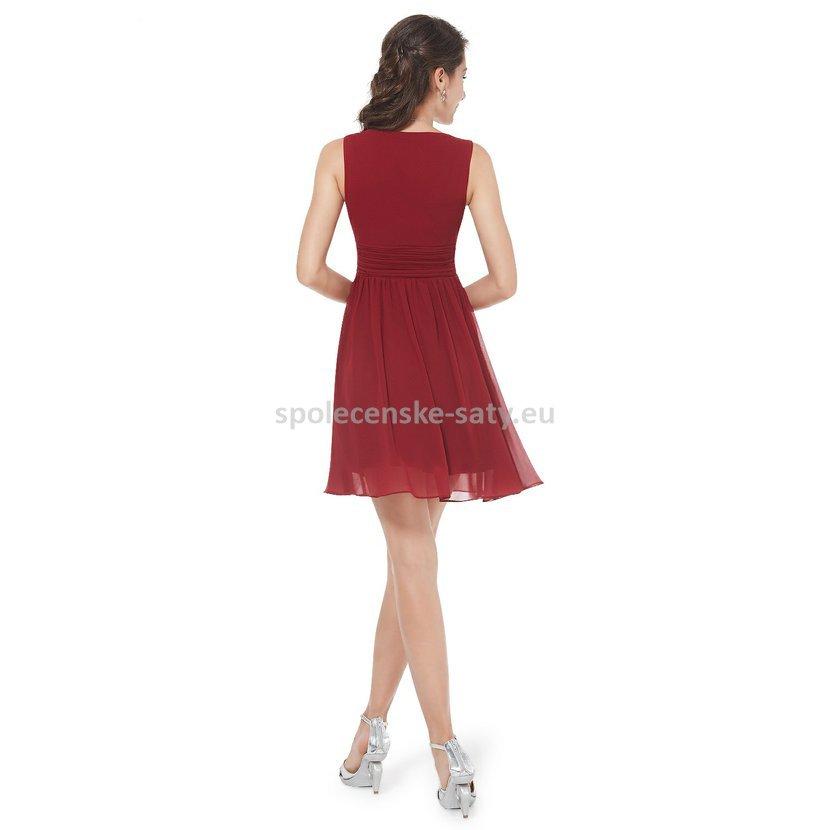 vínové krátké společenské šaty koktejlky bez rukávů i pro starší dámy na  svatbu 9dd36703a7