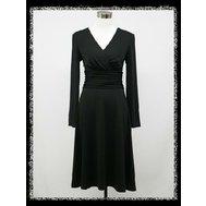 Černé krátké šaty pod kolena s rukávem pro plnoštíhlé 48 e17b8902a8