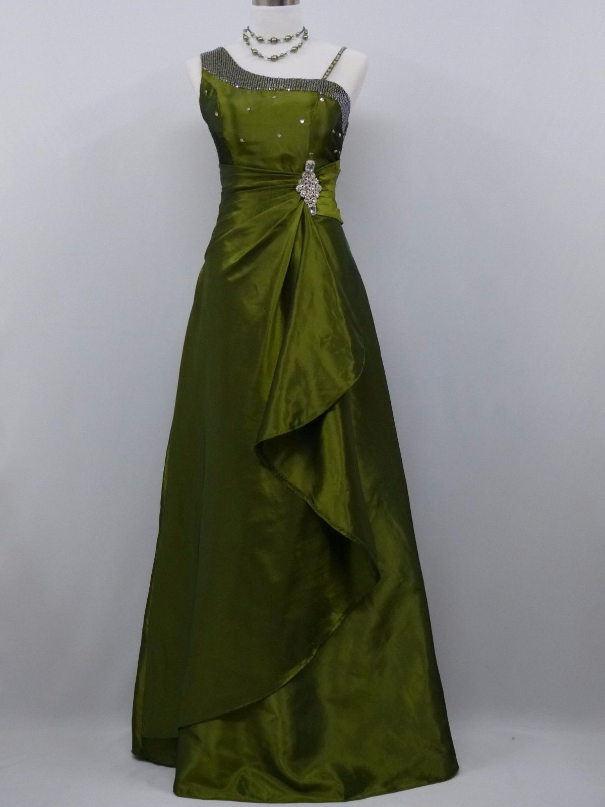 Zelené olivové dlouhé plesové svatební šaty pro plnoštíhlé 50-52 ... ac7f5b7725